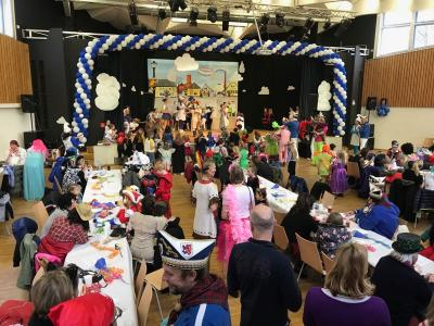 Kinderkarneval in der Aula des Comenius-Gymnasium