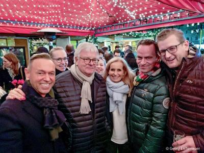 Besuch der Tonnengarde auf dem Weihnachtsmarkt in Oberkassel 